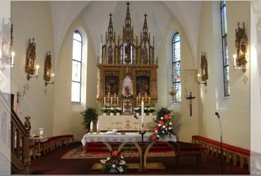 Velikonoční výzdoba oltáře v kostele v Uherčicích
