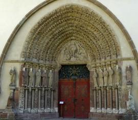 Těsné dveře